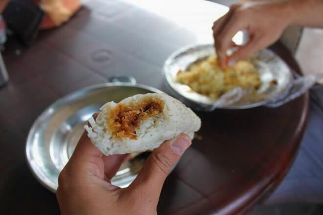 Eating with fingers in Sri Lanka