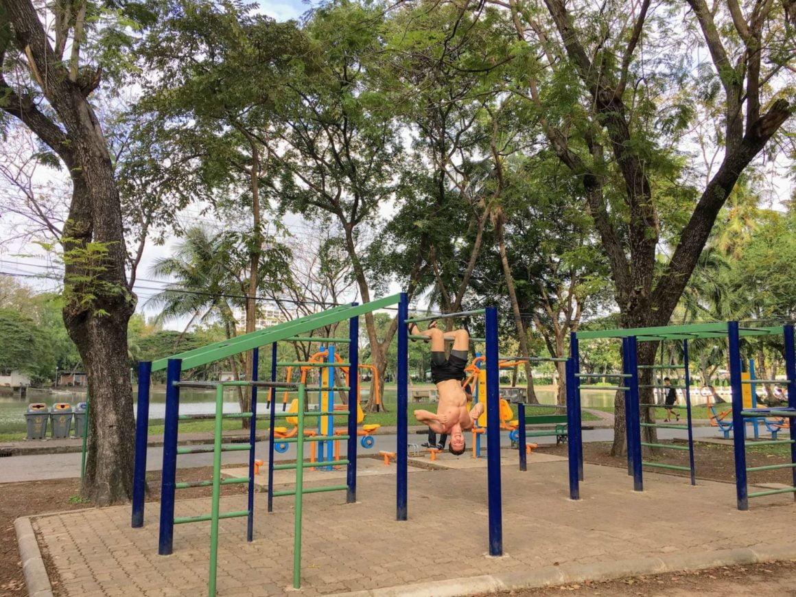 lumpini park free gym chris thumbs up