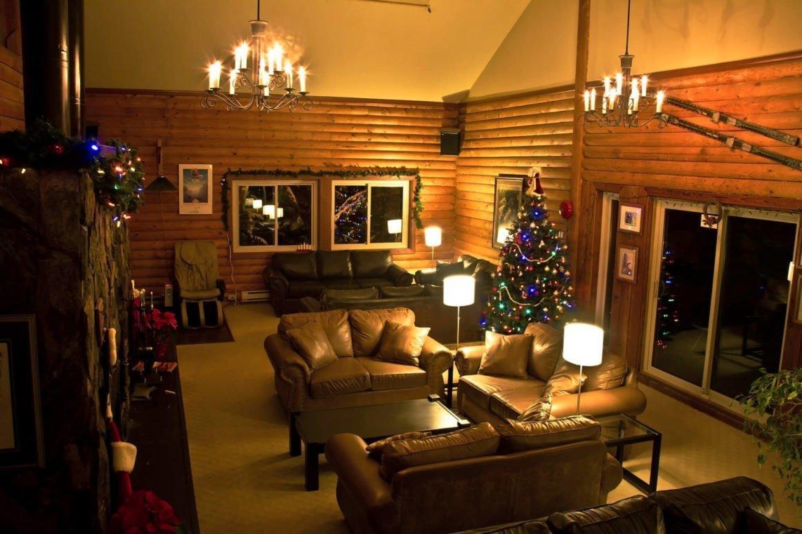 Fireside Lodge Whistler hostel lounge