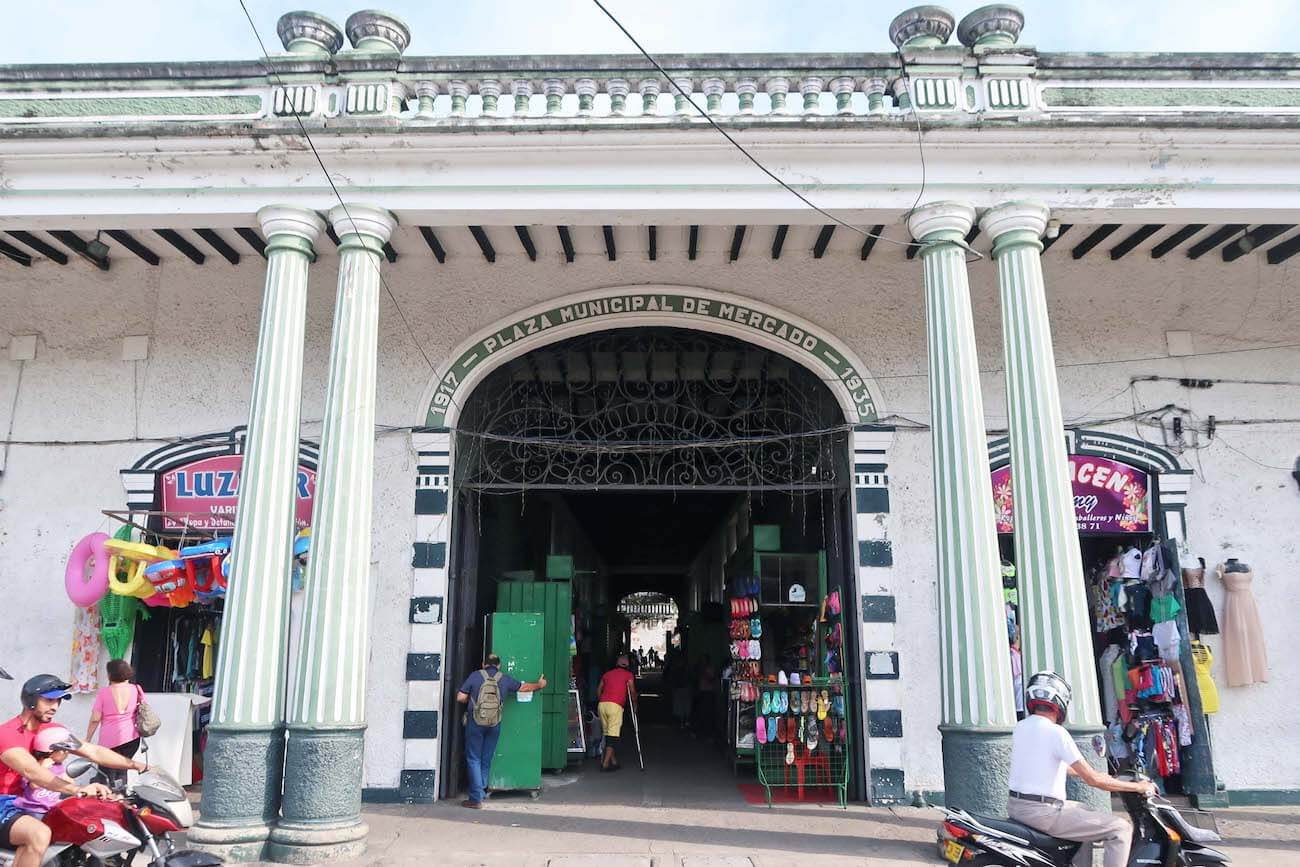 An entranceway and the columns of Plaza el Mercado in Honda, Tolima
