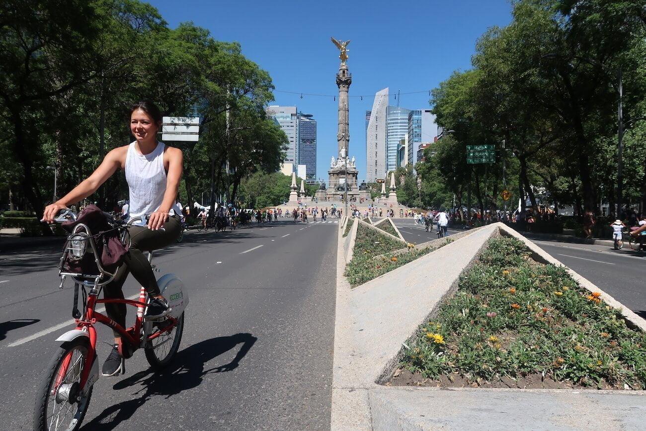Kim on EcoBici on la Reforma