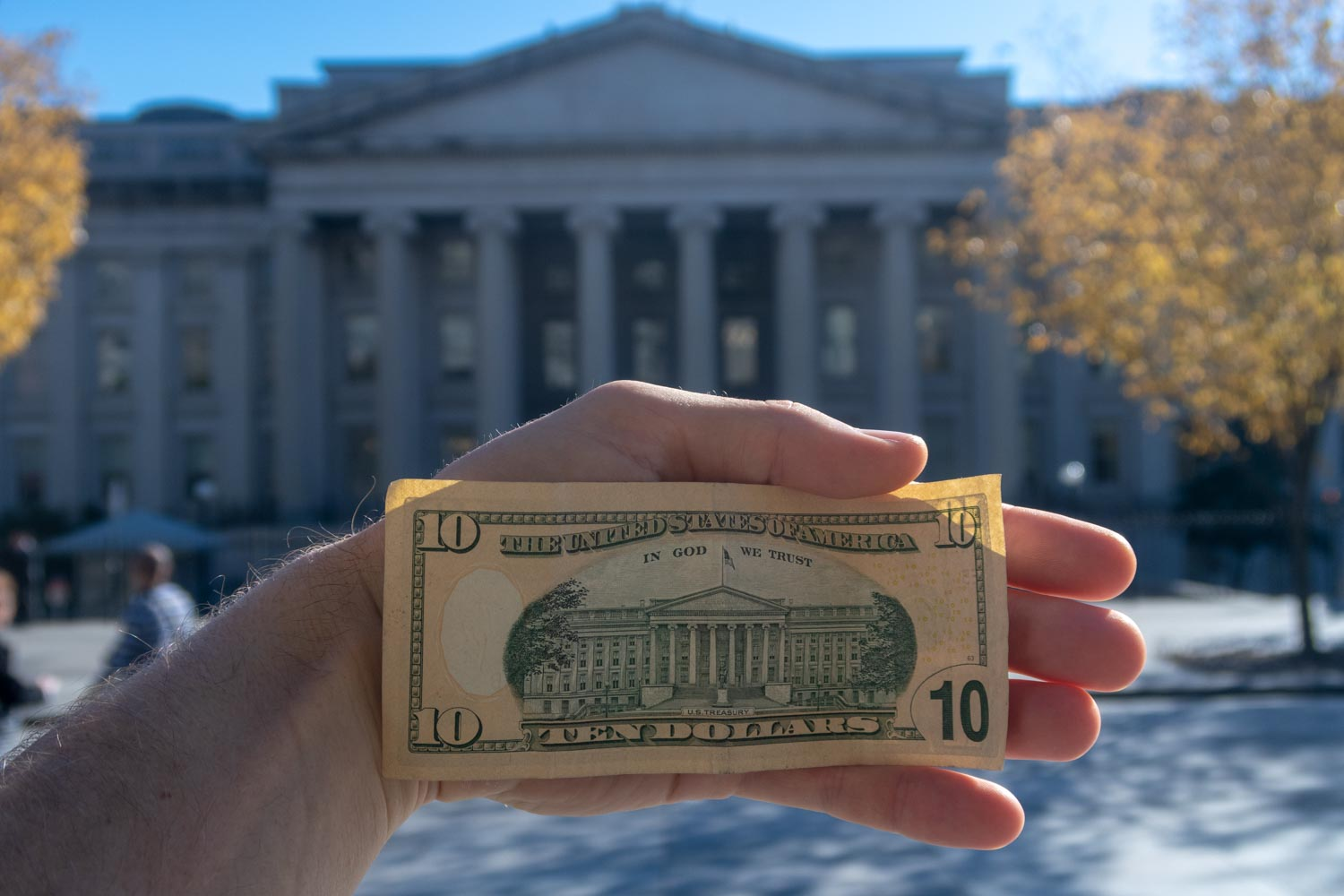 Comparing 10 dollar bill to the national treasury in D.C.