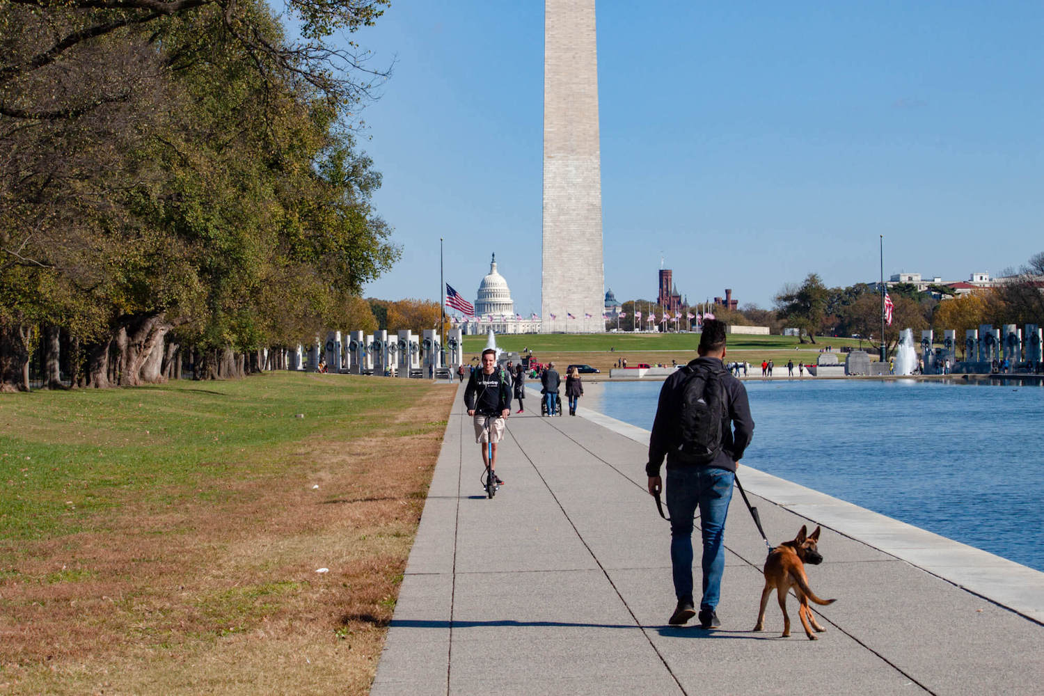Pedestrians on the National Mall and Washington Monument