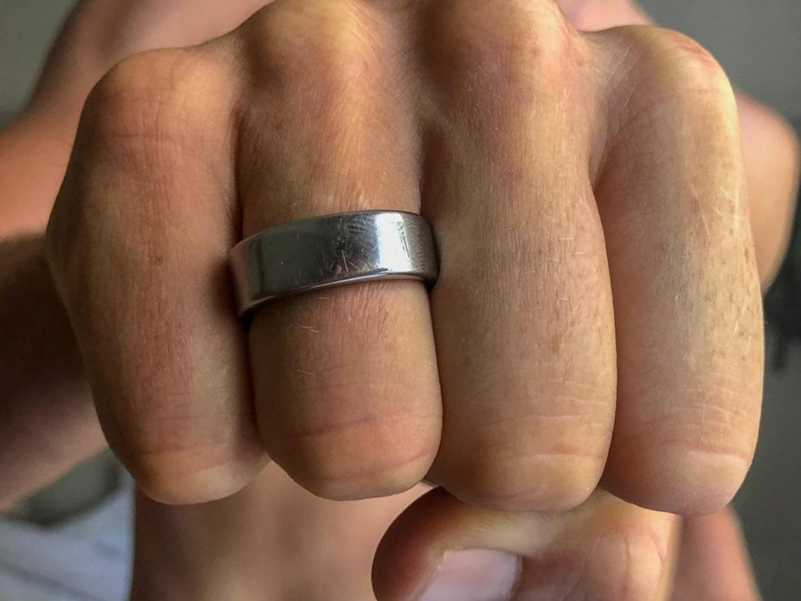 Close up of the new Oura ring 2 on my finger