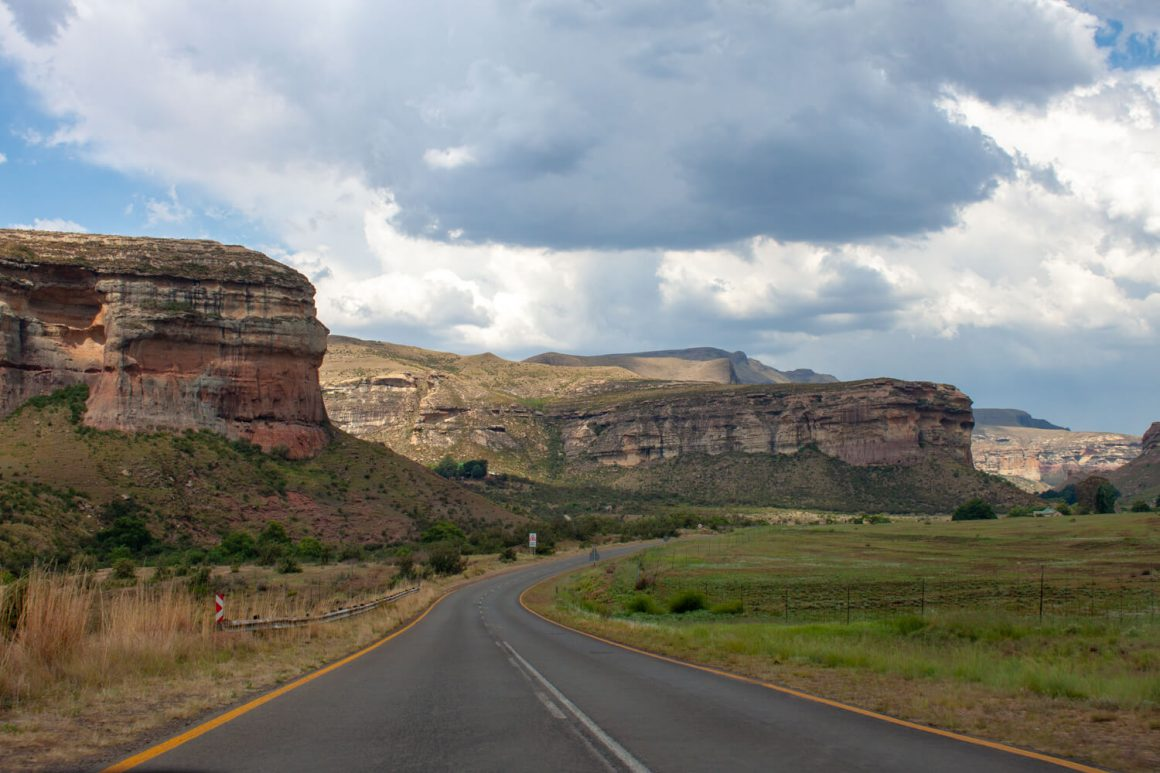 Scenic highway through Golden Gate Highlands National Park