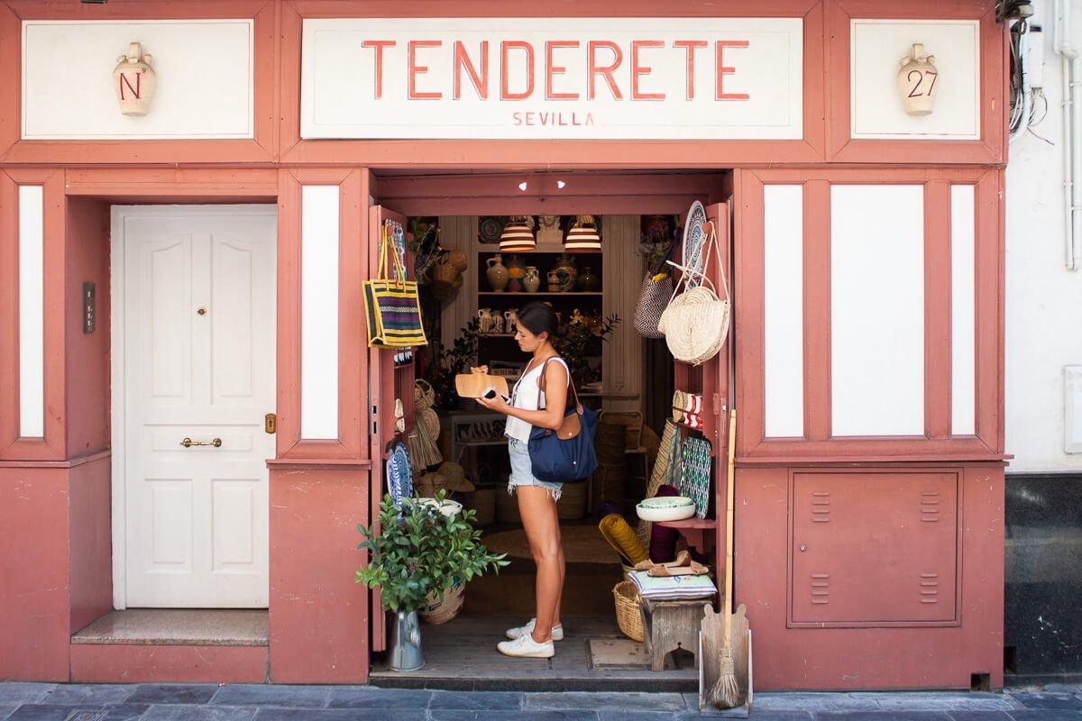 Kim wondering if she needs to buy anything else in Sevilla wearing her trusty Longchamp bag