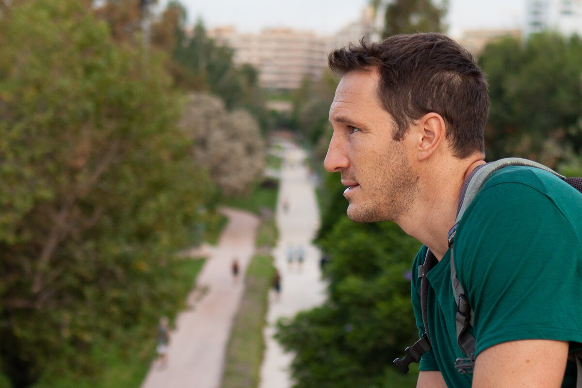 Chris thinking about whether or not he should join the people running below him along La Turia in Valencia
