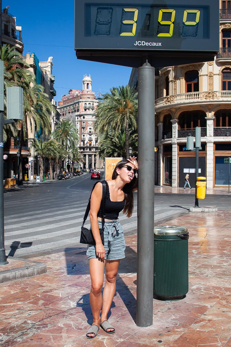 Kim standing beside the outdoor temperature reader in Valencia