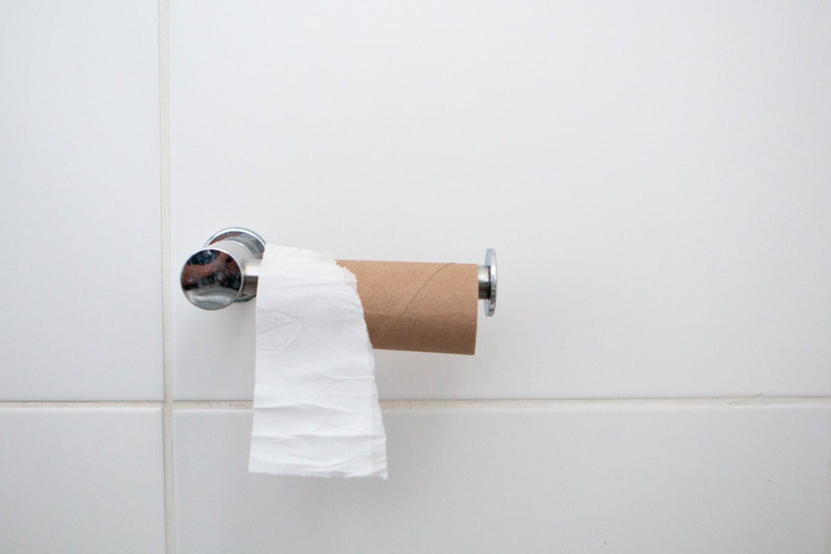 How to wipe after peeing cover image of empty toilet paper roll