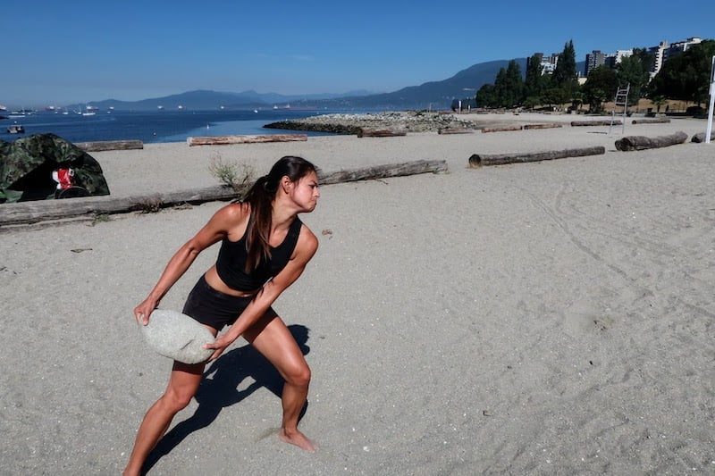 Side rock throw exercise to compliment an outdoor sprint workout